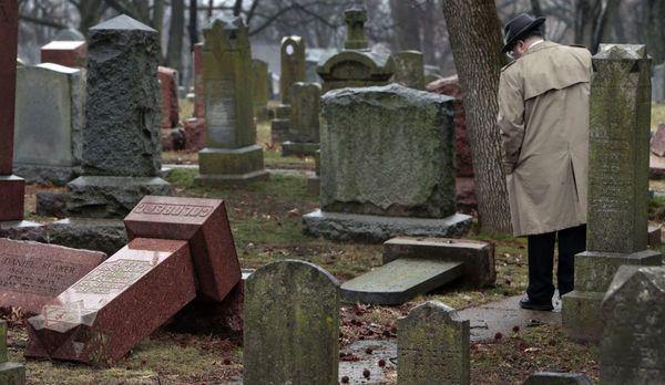 Afgelopen weekend werden 200 joodse graven vernield op een begraafplaats in University City, Missouri (foto: reuters)
