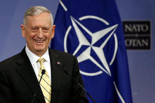 Minister Jim Mattis van defensie is een van de oud-generaals op een belangrijke positie in Trumps regering (foto: Reuters)