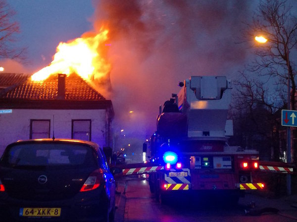 Grote brand in Westzaan (foto McHollander), klik op foto voor verslag.
