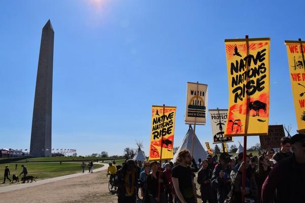 Het protest van de oorspronkelijke bewoners van Amerika heeft zich verplaatst naar Washington DC (foto: Eline de Zeeuw)