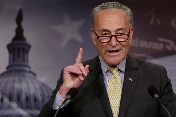 De Democratische Senaatsleider Chuck Schumer dreigt de Republikeinen met een 'government shutdown' (foto: Reuters)