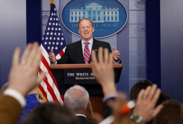 Witte Huis-woordvoerder Sean Spicer verdedigde gisteren het Republikeinse zorgplan (foto: Reuters)
