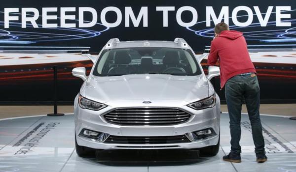 Autoproducenten presenteren hun nieuwe modellen op de internationale autoshow van Detroit (foto: Reuters)