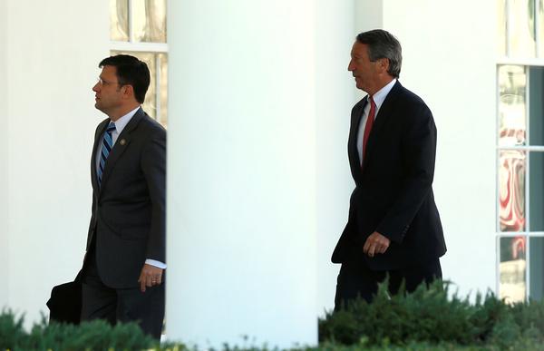 Leden van de Freedom Caucus arriveren in het Witte Huis voor overleg met president Trump (foto: Reuters)