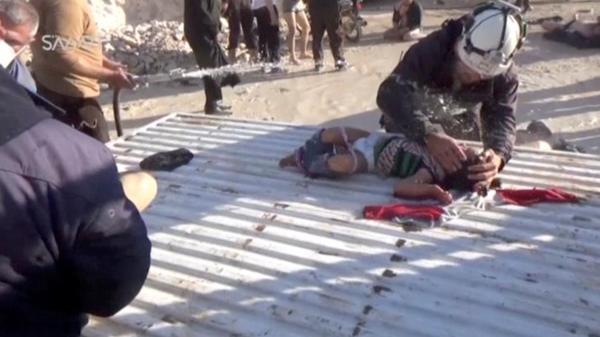 Bij de gifgasaanval in het Syrisch Idlib kwamen ook veel kinderen om het leven (foto: Reuters)