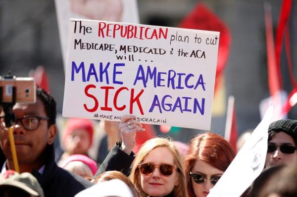 Voorstanders van Obamacare demonstreerden dit jaar wekelijks tegen de Republikeinse plannen om de gezondheidszorg te hervormen (foto: Reuters)
