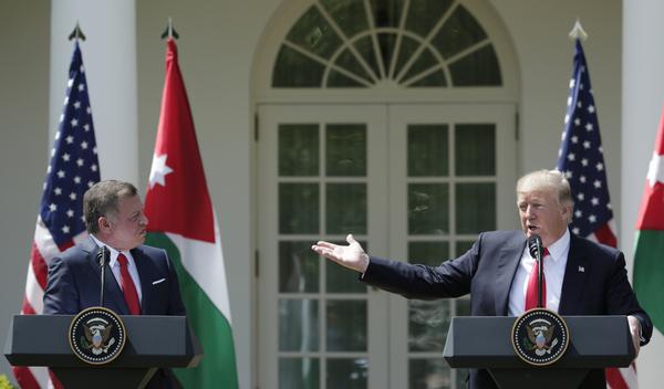 President Trump en de Jordaanse koning Abdullah hielden gisteren een persconferentie in de Rose Garden van het Witte Huis (foto: Reuters)