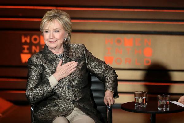 Hillary Clinton bij Women in the World (foto: Reuters)