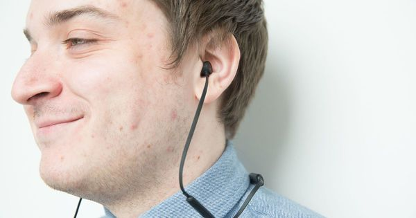 Earbuds let you send texts and emoji with facial exspressions