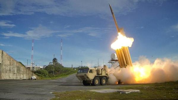 De Amerikanen zijn begonnen met het plaatsen van het anti-raketsysteem THAAD in Zuid-Korea (foto: Reuters)