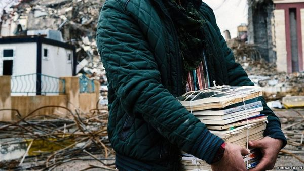 Rebuilding Mosul's libraries book by book - BBC News