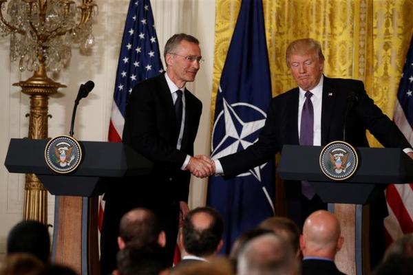 Secretaris-generaal Stoltenberg van de NAVO en president Trump (foto: Reuters)