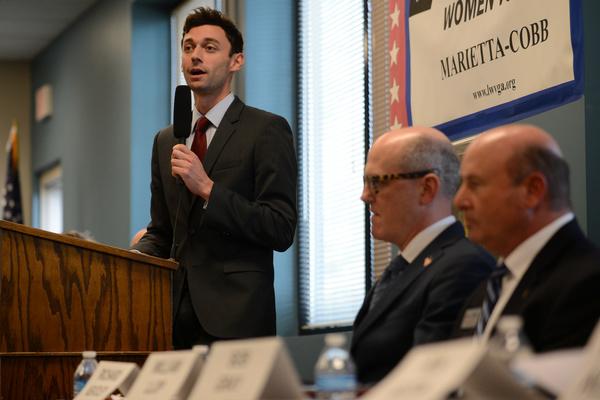 De Democratische kandidaat Jon Ossoff op campagne in Atlanta (foto: Reuters)