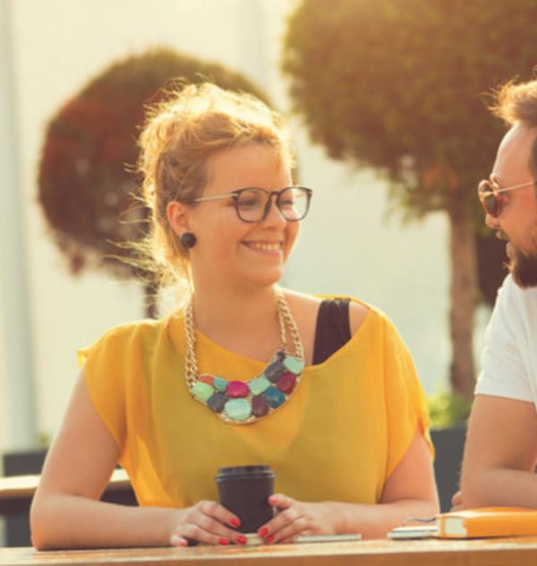 Hoe praat je met vreemden? 5 TED-lessen | Topics.nl