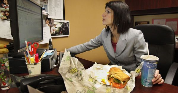 Eating at your desk? Your cubemates may be seething