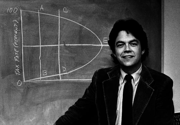 De econoom Arthur Laffer en zijn beroemde Laffer Curve
