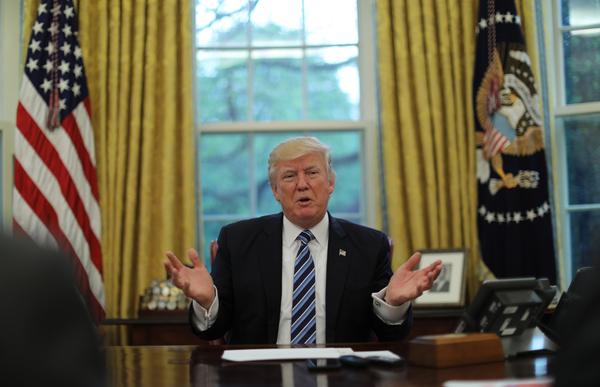 Trump was er alles aan gelegen om voor de honderdste dagen van zij  presidentschap een overwinning te boeken (foto: Reuters)