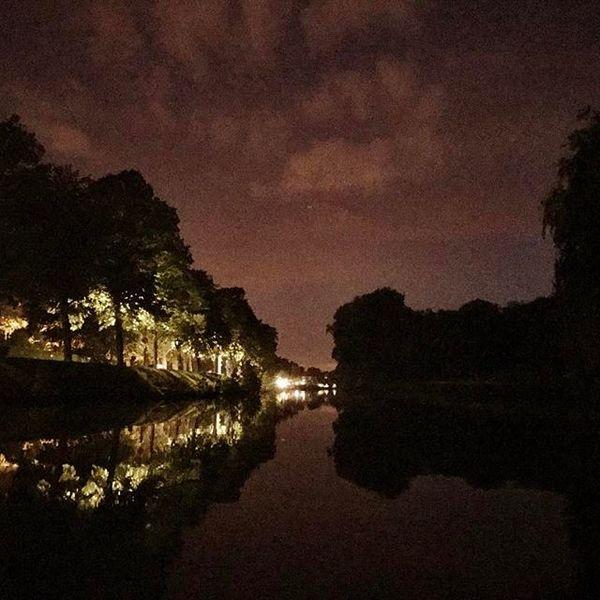 Water en nacht.