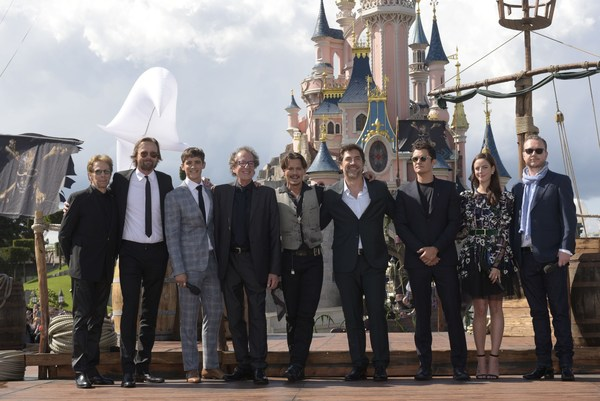 De cast van Pirates of the Caribbean in Disneyland Paris