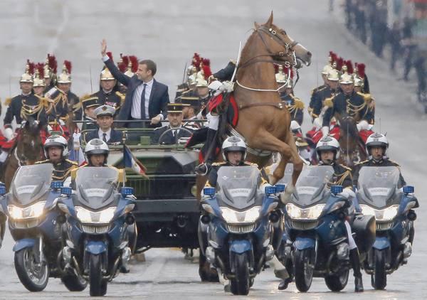 De kersverse president waant zich Ben Hur