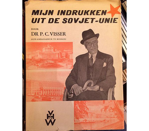 Dr. Visser kwam er pas op de foto achter dat hij ambassadeur was van Moskou en niet, zoals hij al dertig jaar dacht, van Londen.