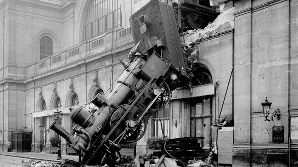 De inOui rijdt station Montparnasse uit.