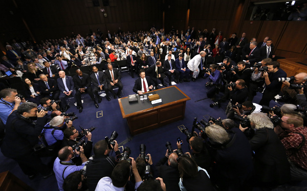 De pers was massaal uitgerukt om het verhoor van Comey te volgen (foto: Reuters)
