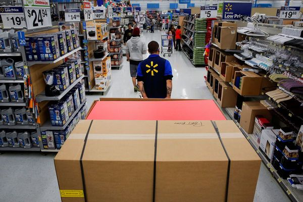 Wal-Mart Asks Employees to Deliver Packages on Their Way Home