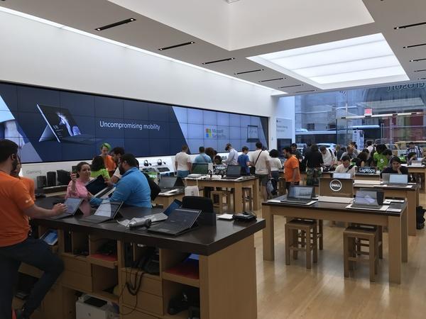 Microsoft Store na 5th Avenue - je boží! 👍