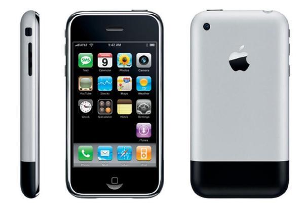 První iPhone v celé své kráse.