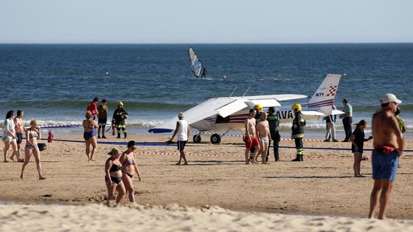 Plane crash-lands on packed Portuguese beach, kills sunbathing man and child | KMPH