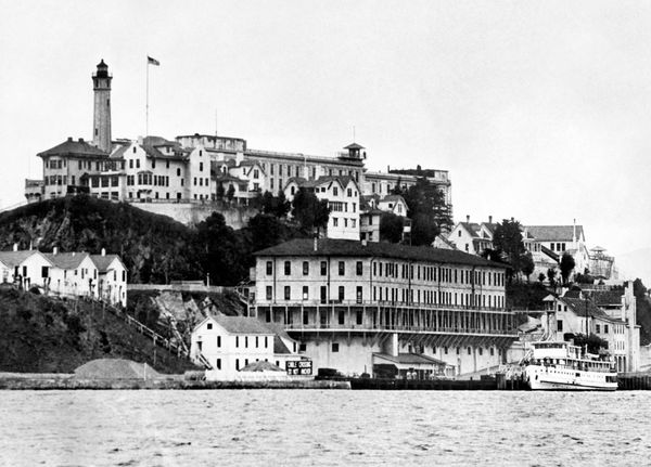 On this day in 1934, the first federal prisoners arrived on Alcatraz Island - SFGate
