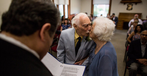 She's 98. He's 94. They Met at the Gym. - The New York Times