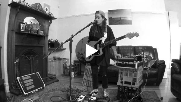 TASH SULTANA - JUNGLE (LIVE BEDROOM RECORDING) - YouTube