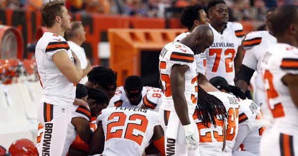Browns players kneel during national anthem prior to Giants game - NY Daily News