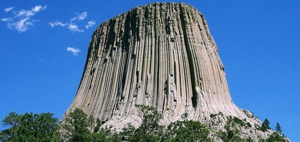 UFO enthusiasts are flocking to Devils Tower - Unexplained Mysteries