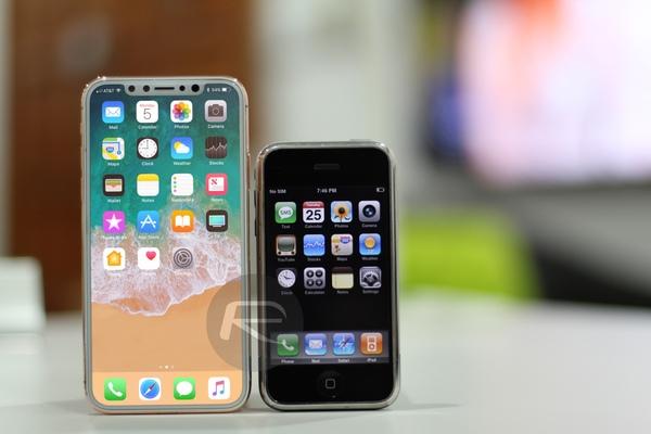 Nejnovější iPhone Edition vedle vůbec prvního iPhone ❤️