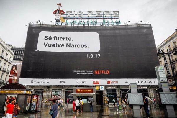 'Narcos' llama la atención con sus polémicas campañas de publicidad