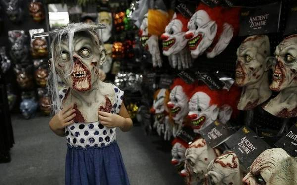 Canadian town of Bathurst bans teens from trick or treating | The Fresno Bee