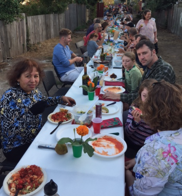 170 neighbors dine together in a secret Mission alley - SFGate