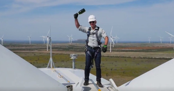 Jeff Bezos christened Amazon's largest wind farm while 300 feet in the air - Recode