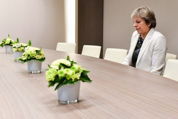 Premier May alleen op de EU-top