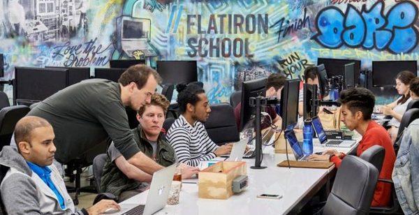 Kafanızda canlandırabilmeniz adına Flatiron'da bir grup öğrenci
