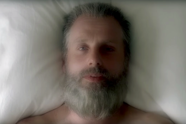 ¿Por qué aparece Rick de viejo en el episodio 8x01 de 'The Walking Dead'?