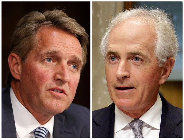 De Republikeinse senatoren Jeff Flake en Bob Corker verzetten zich openlijk tegen president Trump (foto: Reuters)