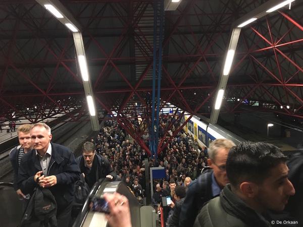 Klik op de mensenmassa om naar het artikel te gaan