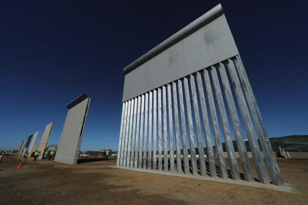 De Amerikaanse regering presenteerde onlangs acht prototypes voor de muur die Trump wil bouwen aan de Mexicaanse grens (foto: Reuters)