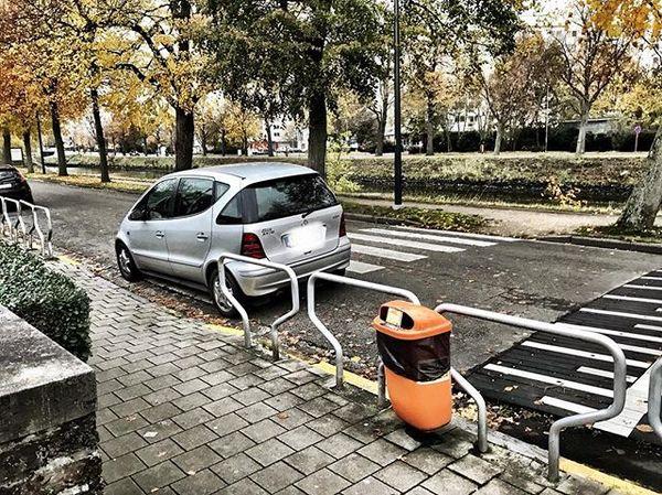 Joepie, een parkeerplaats voor de schoolpoort.