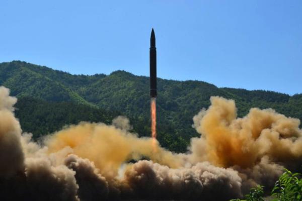 Een intercontinentale ballistische raket van Noord-Korea (foto: Reuters)