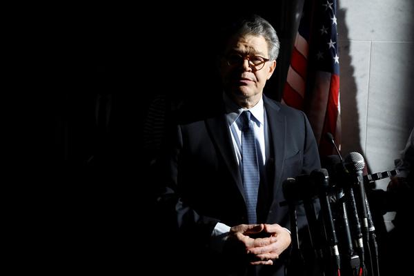 De Democratische senator Al Franken heeft zijn excuses aangeboden voor seksueel wangedrag, maar weigert op te stappen (foto: Reuters)